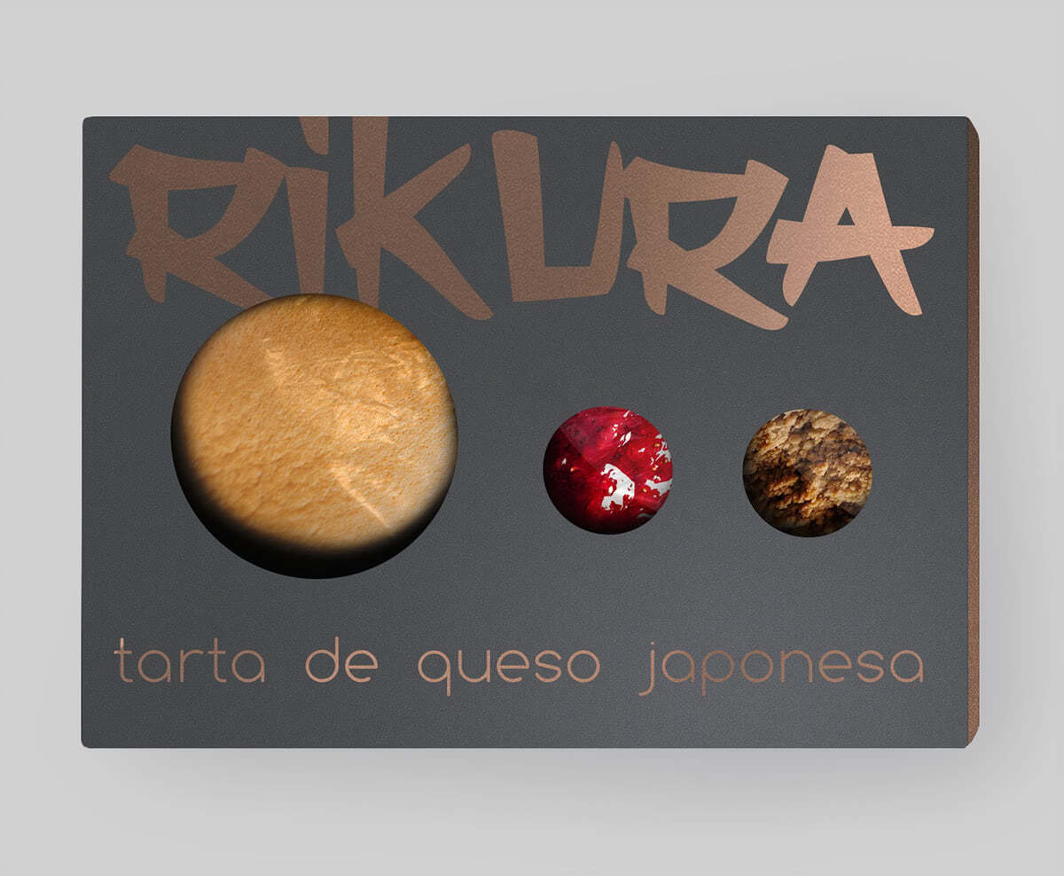 Vista frontal del packaging para la tarta de queso japonesa Rikura, basada en el producto original de Uncle Rikuro
